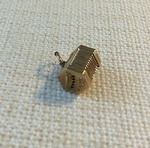 Charm Concertina  9ct Gold Vintage 1960s  Charm Squeezebox  (1413J)