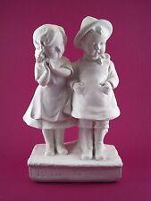 Ancien Sujet Statuette en plâtre blanc XX ème Couple d'enfants signé FRANCE 338