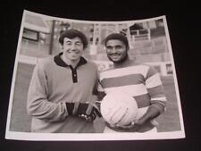 GORDON BANKS EUSEBIO AT LOFTUS ROAD QUEENS PARK RANGERS FC 1972 RARE PRESS PHOTO