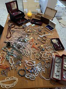 SCHATZTRUHE MODE & BASTLER SCHMUCK KONVOLUT MIT TRUHE Altschmuck Vintage Perlen