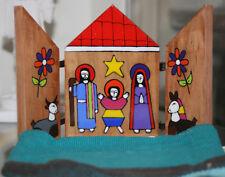 Petite Crèche de Noël Triptyque en bois peint à la main au Salvador H 10 CM