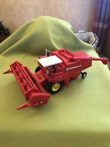 BRITAINS FARM MASSEY FERGUSON COMBINE HARVESTER 760, 1:32, Vintage Model