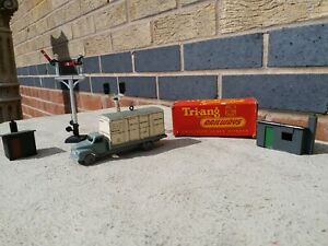 Hornby Dublo Signals and Accessories X1 Dinky Dublo Bedford flat Truck Near Mint