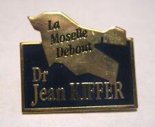 Great Advertising push pin badge La Moselle Debout Dr Jean Kiffer