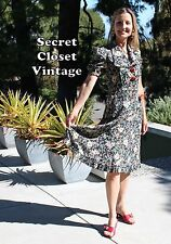 1940's True Vintage-UNIQUE MUSEUM-QUALITY DRESS! Huge CARVED BAKELITE buttons!