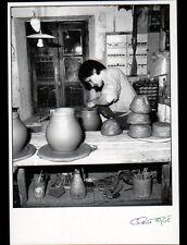 CHEVAGNY-sur-GUYE (71) Marie MILER , POTIERE au travail POTERIE 1991 FAGE 91.384