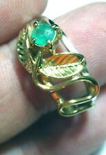 Anillo de plata de ley 925 y baño de oro de 18 cts con esmeralda natural