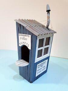 Gn15 Smallbrook Studio 'Emett' Ticket Office Cabin with Milk Churn kit.