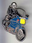RARE PINS PIN'S .. GENDARMERIE MOTO BMO BMW VESTE NOIRE PHARE JAUNE ARGENT ~CM
