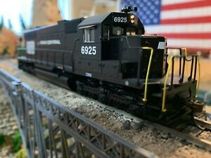 Ho Scale Athearn SD38 Penn Central DCC ready Diesel Locomotive WELL DETAILED