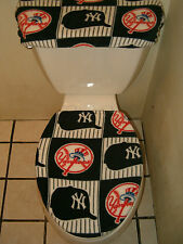 NEW YORK YANKEES SQUARES FLEECE TOILET SEAT COVER SET