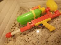 Vintage 1990 Larami Super Soaker 200 Water Gun FOR PARTS REPAIR