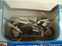 MINIATURE MOTO MAISTO MAIS39300  HONDA CBR 600 F 4 I  1/18 NEUVE EN BOITE