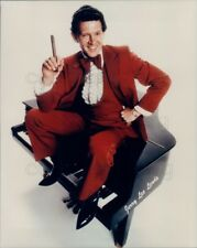 1995 Press Photo The Killer Jerry Lee Lewis in Red Tuxedo Sits on Piano w Cigar