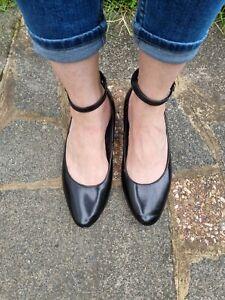 M&S black patent vegan flat shoes- 6/39