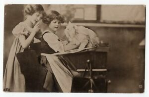 081921 VINTAGE PHOTO ROTO POSTCARD TWO GIRLS SCOLD LONG HAIR WHITE CAT