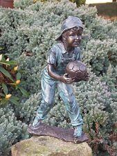 Bronzeskulptur, Junge mit Ball, Dekoration für Haus und Garten