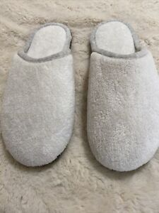 Isotoner Slippers SZ. 6.5-7 WHITE House Shoes NEW W/O Tags Women's RUBBER SOLE