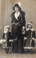 BL781 Carte Photo vintage card RPPC Femme enfant mode fashion fourrure manteau
