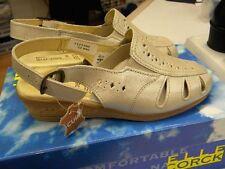 chaussures neuve 36 beige senior femme petit talon valeur 32.99