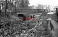 PHOTO  1974 FLEET HAMPSHIRE READING ROAD BRIDGE BASINGSTOKE CANAL SEEN FROM THE