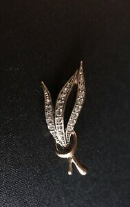 Vintage Brooch 18 Kt Gold Plated Classic Design Clear Stones