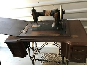 Antique  Treadle ELDREDGE Sewing Machine Complete With Wood Table