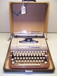 Antique 1954 Underwood Tan/Brown Quite Tab DeLuxe Vintage Typewriter #A2542630