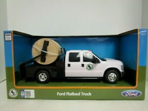 Big Country White Ford F-350 Flatbed Truck w/Hay Squeeze & Bale of Hay 1/20 toy
