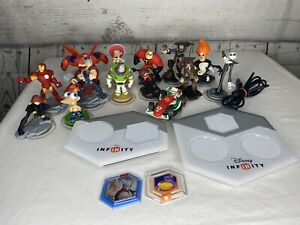 Disney Infinity 2.0 3.0 Lot Assorted 18 Pieces Figures, Discs, Docks Wii U Xbox