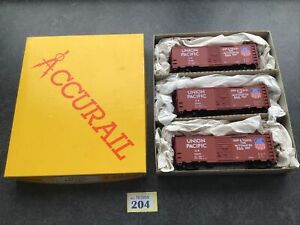 ACCURAIL 3-PACK HO 00 GAUGE #3306 UNION PACIFIC 40FT BOX CARS. Nice (204)