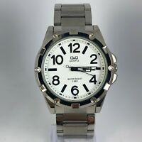 Q&Q Mens Silver Tone Stainless Steel Band Day Date Indicator Quartz Watch