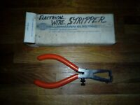 "VINTAGE/UNUSED/HELLERMAN ORIGINAL BOXED 6"" WIRE STRIPPERS.NICE ITEM."