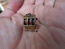 Muy Rara Vintage 9ct oro encanto --- máquina tragaperras/máquina de frutas Jackpot en muy buena condición