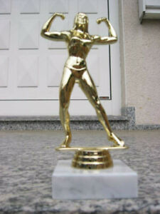 PP1156 Bodybuilding Damen Figur Trophäe Kraftsport inkl Gravur Pokal Restposten