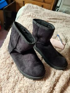 Black Suede fleece lined ladies boots size 4