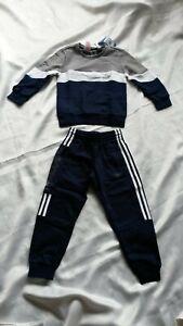 Adidas Kinder Jungen Trainingsanzug Pullover + Hose Gr. 122 - Neupreis: 55 €
