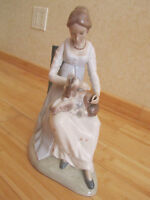 """VINTAGE LARGE GENUINE ZAPHIR LLADRO PORCELAIN FIGURINE """"SEATED LADY WITH PUPPY"""""""