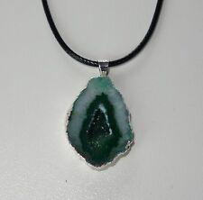 D034 NEU Achat Geoden Stein Anhänger Halskette Grün Tropfen Geschenk Natur 04