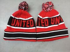 MAN UTD STYLE  POM POM BEANIE BOBBLE HAT WOOLLY KNITTED POM POM HAT