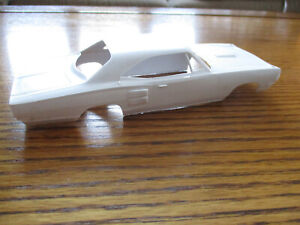MPC DODGE  1969 CORONET STP SUPERHEMI 1/25 - UNBUILT BODY ONLY 715-200