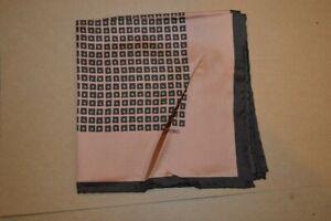 $165 NWOT TOM FORD Salmon w/ Black geometrics Men's silk pocket square Italy