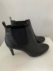 CLARKS BLACK LEATHER COMFORTABLE CHELSEA HEELED BOOTS SIZE 5 EUR38 Ex Condition