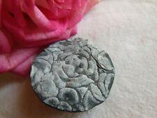 ancien bouton resine gris noir motif a pied collection gros 3 cm G10J