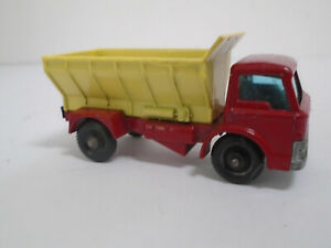 MATCHBOX LESNEY #70B-1 FORD GRIT SPREADER TRUCK. ORIGINAL W/TOUCH-UPS. XLNT