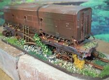 HO DIORAMA SCENE CUSTOM WEATHERED BUILT/UNIT B DIESEL ENGINE TRAIN on FLAT CAR