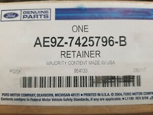 AE9Z-7425796-B Lincoln FORD OEM 10-18 MKT Glass-Rear Door-Rear Retainer Right