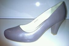 Clarks size 6  leather court shoe