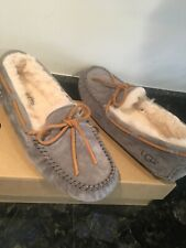 UGG Dakota WOMEN'S Moccasin Slippers SIZE 11 GRAY W BROWN TIE NEW WITH BOX