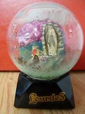 Boule de neige ancienne en verre, Lourdes, socle en verre, sans marque